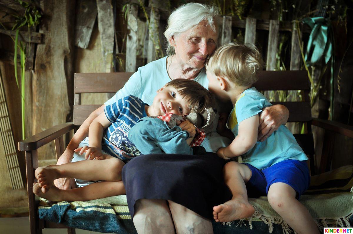 День матери 2018: красивые поздравления в стихах для мам, бабушек и сестер